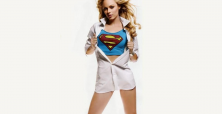 28 pics proving Laura Vandervoort is the best Supergirl ever
